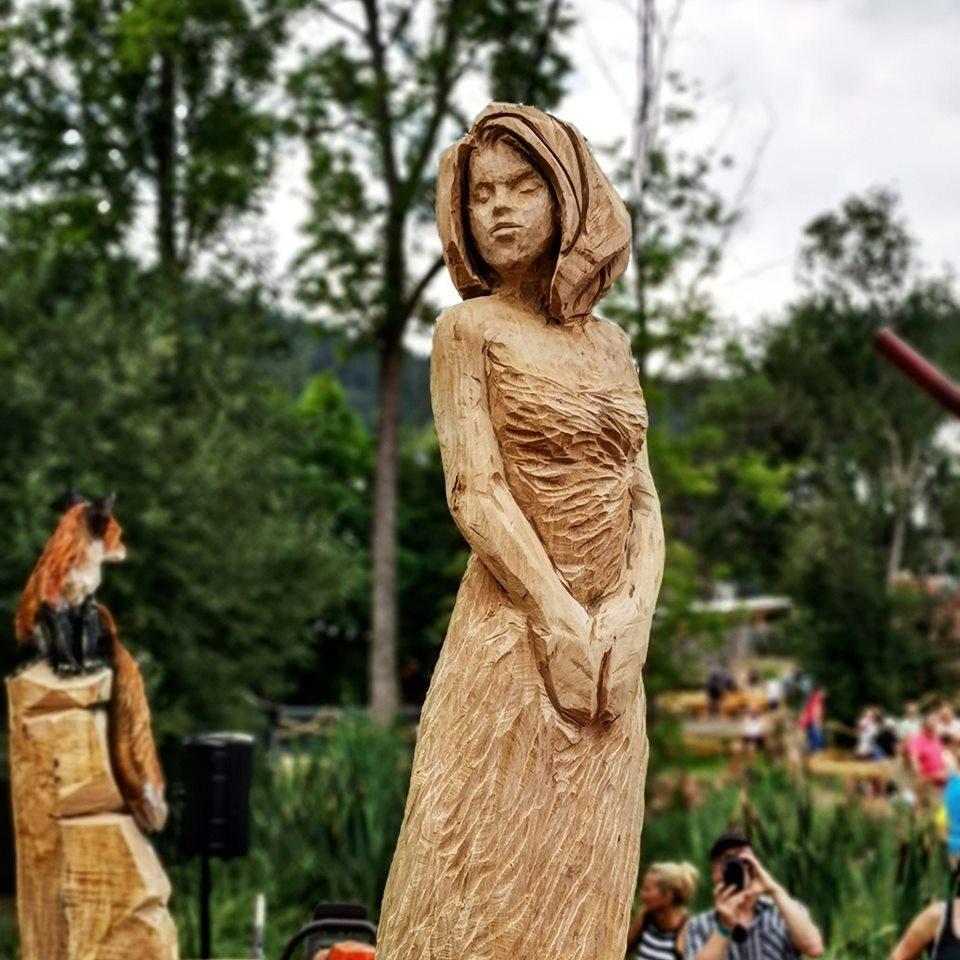 elegant lady Speed carve by Simon O'Rourke