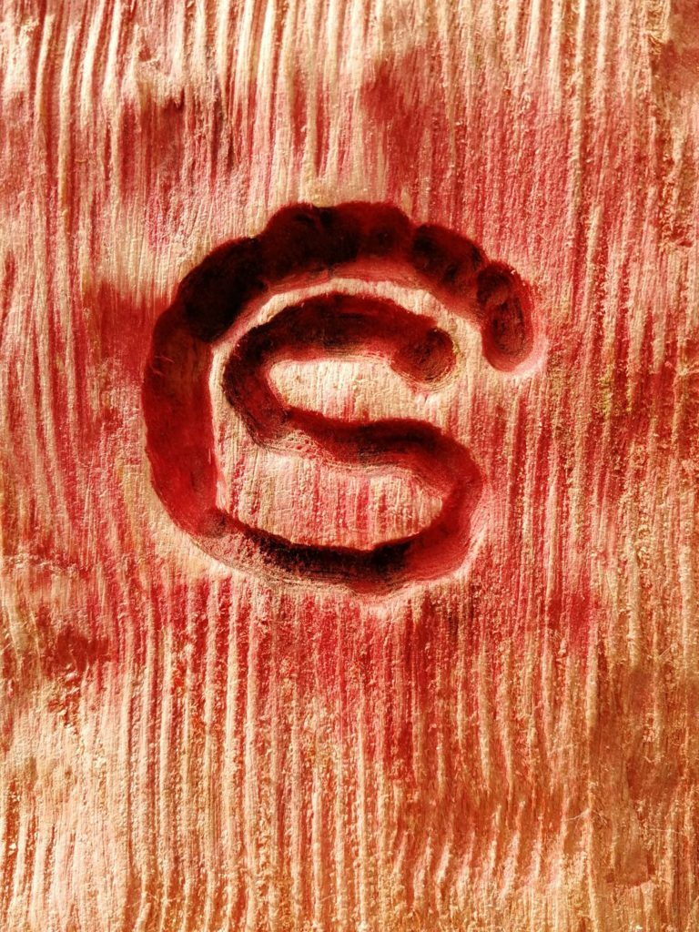 Close up on the Simon O'Rourke logo and texture of the base