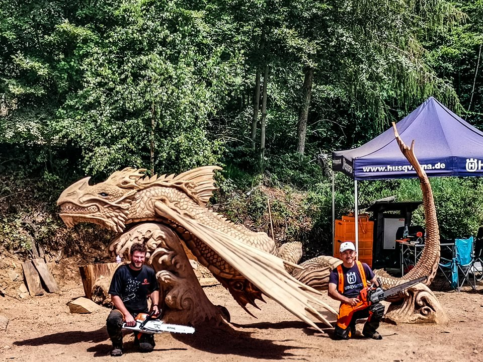 Water Dragon by Keiji Kidokoro and Simon O'Rourke Huskycup 2019 one of the top chainsaw carving events