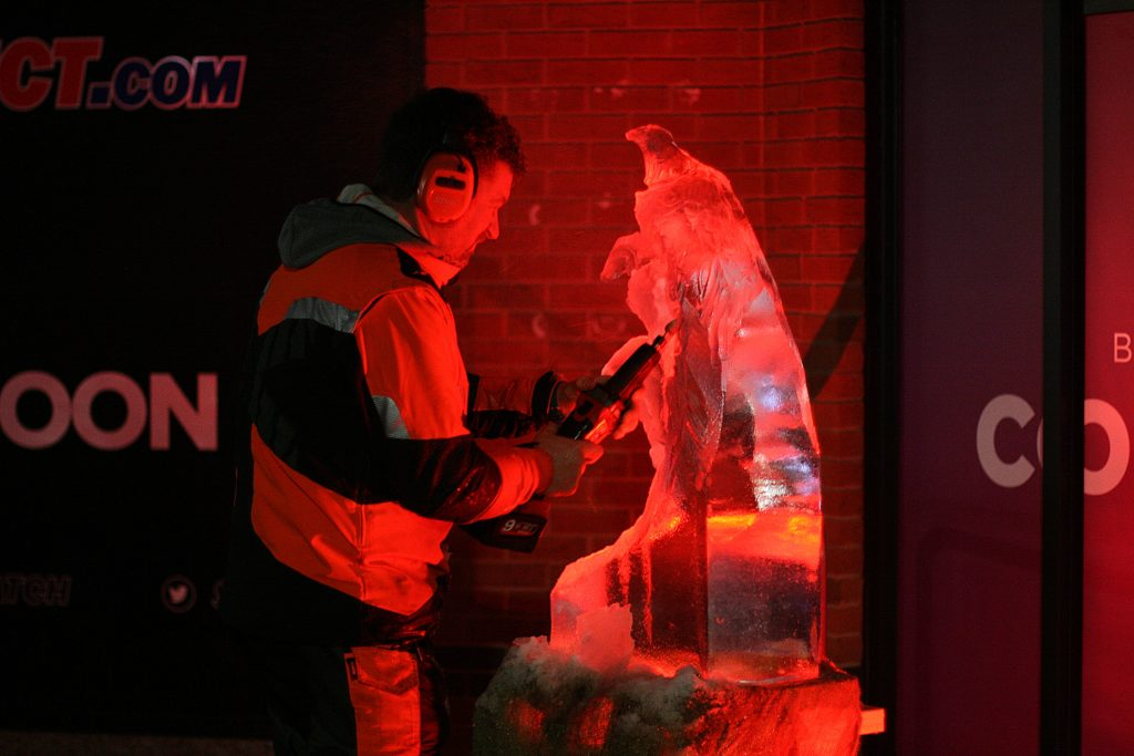 Simon O'Rourke ice carving: dragon claw