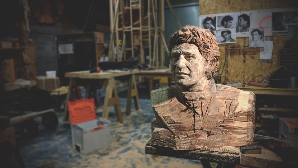 Ayrton senna chainsaw carving scultped bust by Simon O'Rourke