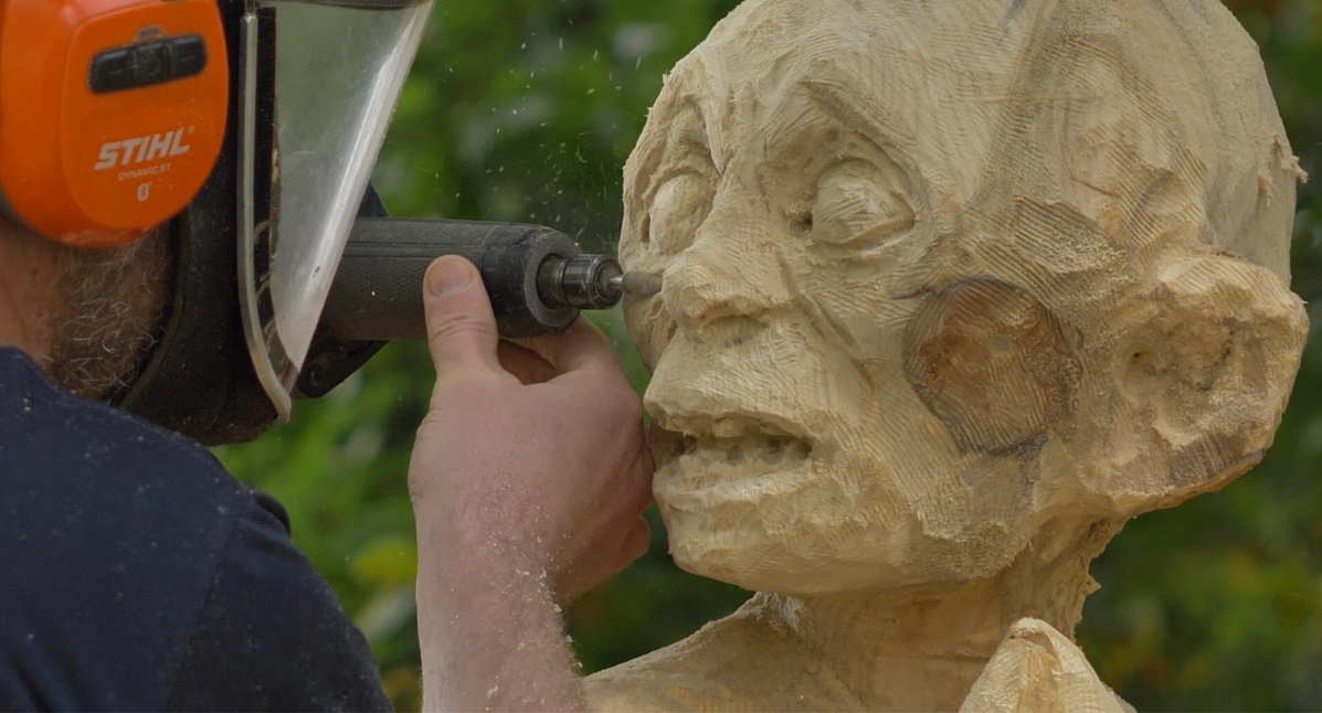 Simon O'Rourke uses saburrtooth burr bits and a milwaukee angle grinder to add texture to the face of a Gollum sculpture