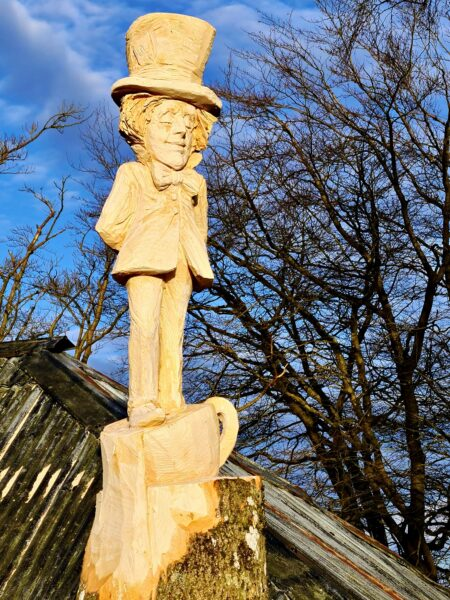 The Pantpurlais mad hatter sculpture by Simon O'Rourke